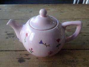 Handbemalte Teekanne, Keramik bemalen Eigenlob