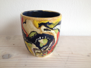 Bemalter Becher ohne Henkel, Keramik bemalen Eigenlob